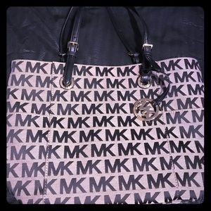 Michael Kors Large Purse Perf Condition
